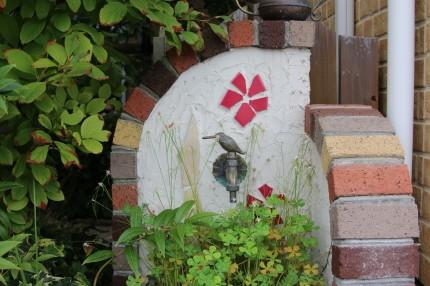 うめがえ内科クリニック玄関前のお庭
